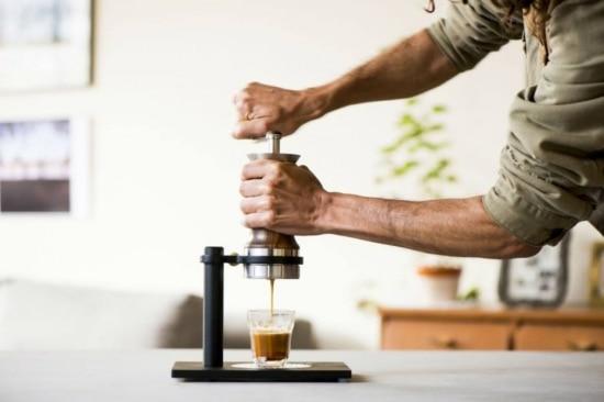 A cafeteira de expresso Aram, criada pelo designer Maycon Melo
