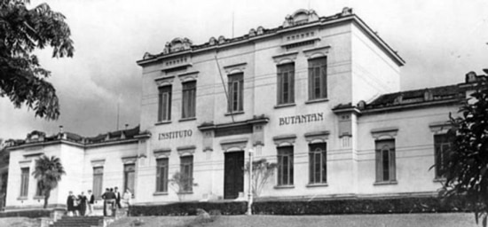 Prédio principal do Instituto Butantan, década de 1970.