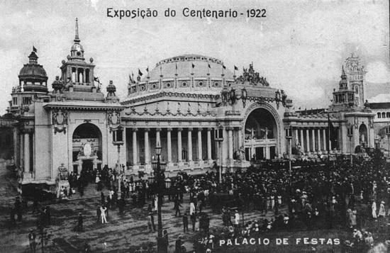 Imagem do Pavilhão de Festas da Exposição Internacional do Centenário da Independência do Brasil, Rio de Janeiro, 1922.