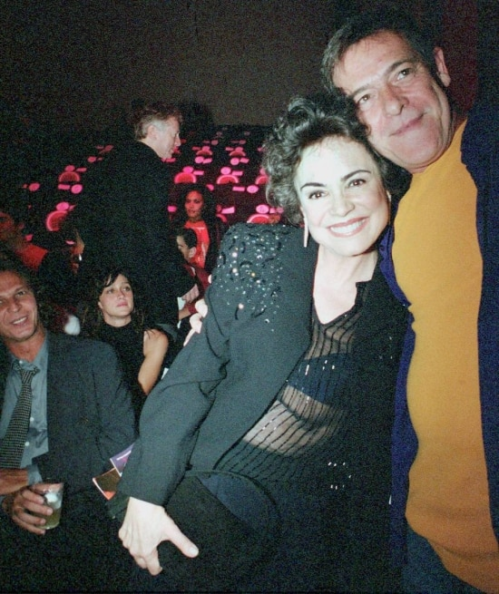 """A atriz Regina Duarte e o ator José de Abreu fotografados por Tiago Queiroz na festa de lançamento da novela """"Desejos de Mulher"""" em 20/1/2002."""