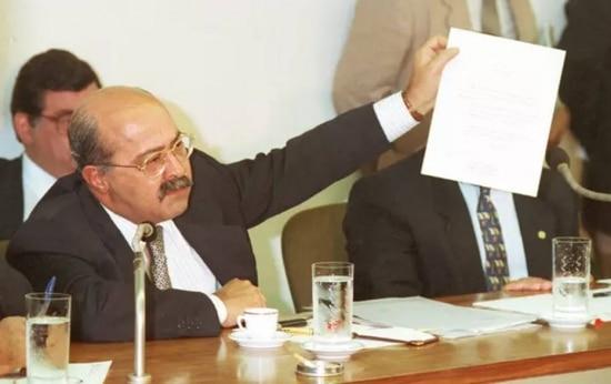 PC Farias em depoimento à CPI que investigou sua atuação no governo Collor, Brasília, DF, 1992.