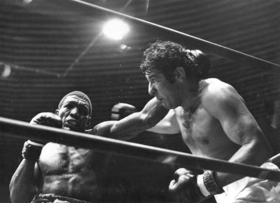 Eder Jofre enfrenta o cubano José Legra pelo título dos pesos-penas.  Jofre venceu a luta por decisão unânime,, Brasília, DF. 05/5/1973.