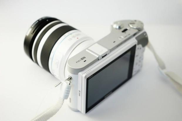 A bateria de uma câmera fotográfica descarrega sozinha mesmo sem ser utilizada?