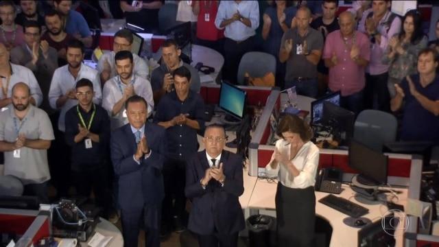 Apresentadores, Galvão Bueno e equipe aplaudiram por um minuto em homenagem às vítimas de acidente envolvendo a Chapecoense.