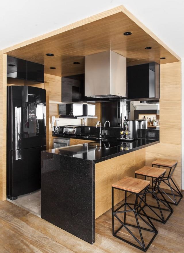 Cozinha foi 'encaixotada' com carvalho americano