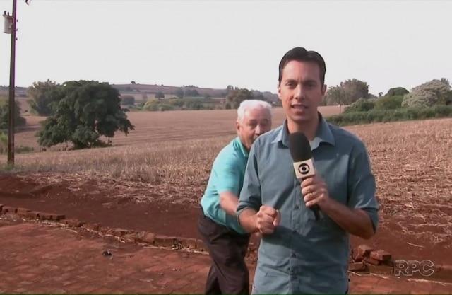 Repórter foi alvo de brincadeira de morador de Rolândia (PR) .