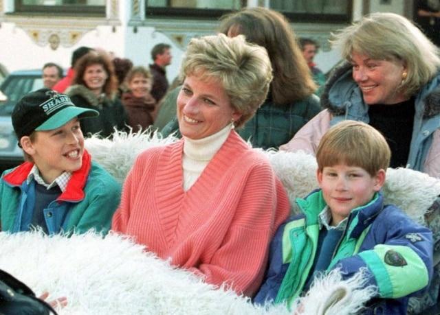 Princesa Diana com os filhos Harry eWilliam em março de 1994.