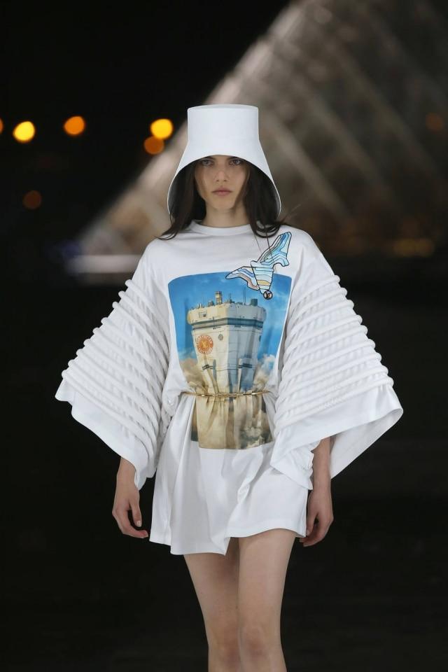 Look do desfile do verão 2019 da Louis Vuitton, que encerrou a Semana de Moda de Paris com coleção inspirada em ficção-científica