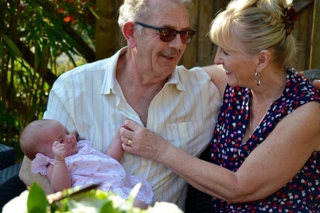 Convívio com os avós traz benefício para crianças, revela estudo da Universidade de Oxford.