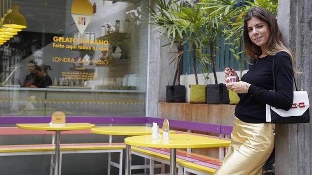Maria Sole Cecchi em frente à sorveteria Dri Dri: pop no estilo e na rotina