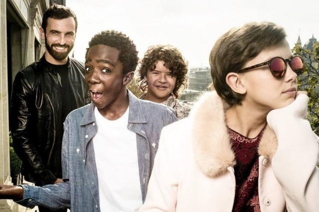 Nicolas Ghesquière, Gaten Matarazzo, Caleb McLaughlin e Millie Bobby Brown na Louis Vuitton, em Paris.