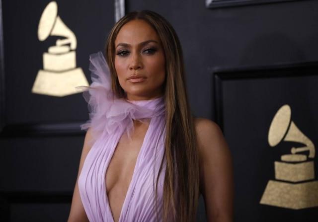Jennifer Lopez lançou seu novo single em espanhol,'Ni To Ni Yo'.