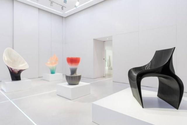 A espanhola Nagami apostou na tecnologia na mostra 'Brave New World'; acima, cadeira feita por impressora 3D com desenho de Zaha Hadid