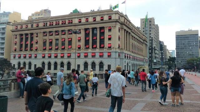Passeio comemora o aniversário da cidade de São Paulo com visita a pontos históricos.