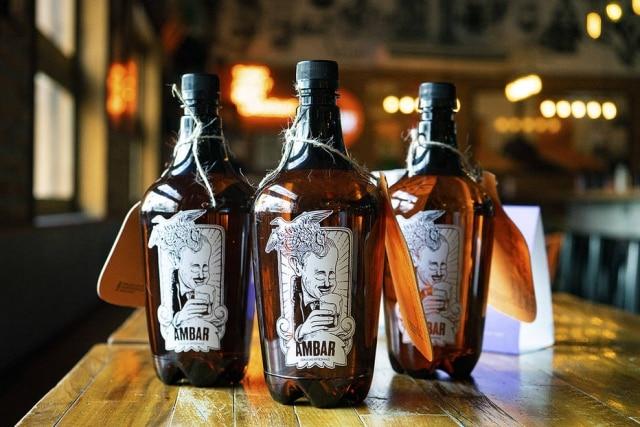 Para levar: growlers da cervejaria Ambar, em Pinheiros.