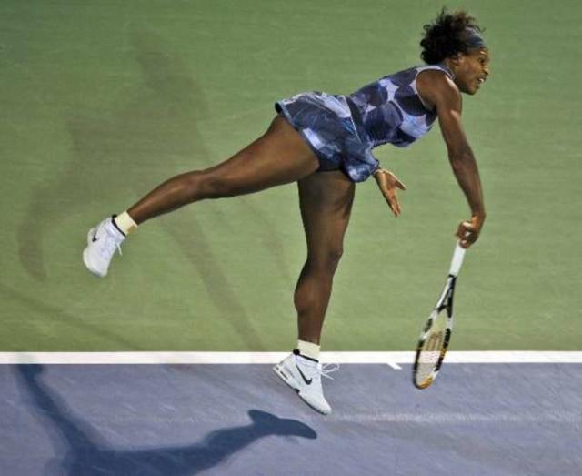 A norte-americana Serena Wiliams em jogo do Torneio de Dubai, nos Emirados Árabes Unidos
