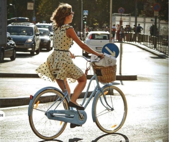 Adaptações tornam roupas do dia a dia adequadas para se locomover por aí de bicicleta - e sem precisar levar uma troca de roupa na bolsa para não ficar com um visual de academia