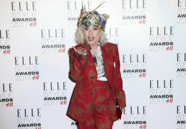 Debbie Harry no tapete vermelho do Elle Style Awards.