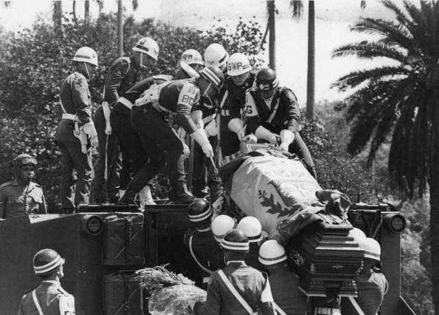 Os despojos de D.Pedo I são transportados para a cripta no Monumento da Independência, São Paulo, SP, 1972