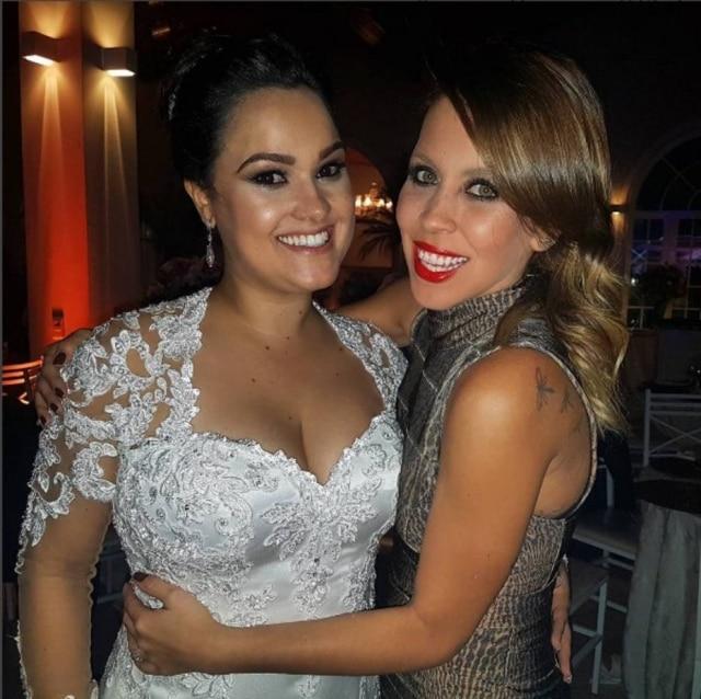 As ex-chiquititas Ana Olívia Seripieri (noiva) e Mariane Oliva