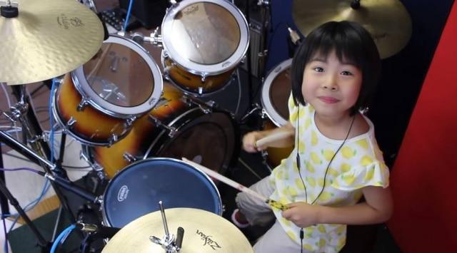 Uma garota japonesa de oito anos faz sucesso no YouTube tocando clássicos de Led Zeppelin e outras bandas de rock