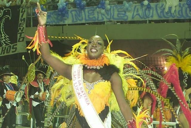 Vera Verão em desfila da Unidos de São Lucas, no Carnaval paulista de 2002