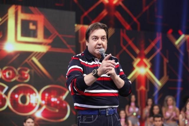 O apresentador Fausto Silva se irritou com a desorganização no seu programa e deu bronca na produção