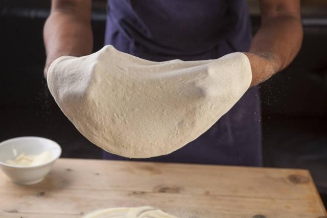 Massa de pizza profissional.