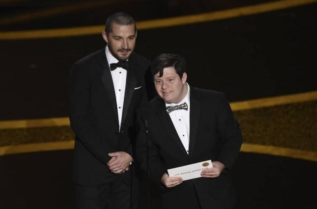 Shia LaBeouf e Zack Gottsagen durante a premiação do Oscar 2020