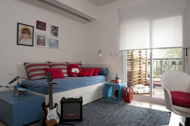 Móveis atemporais em quarto decorado por Gabriel Magalhães