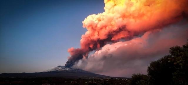Na Sicília, o Etna é o vulcão mais ativo da Itália. Neste início de ano, ele decidiu mostrar sua força, com várias erupções em fevereiro