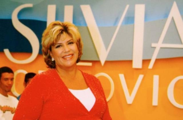 A apresentadoraSilvia Poppovic à frente de seu programa no começo dos anos 2000.