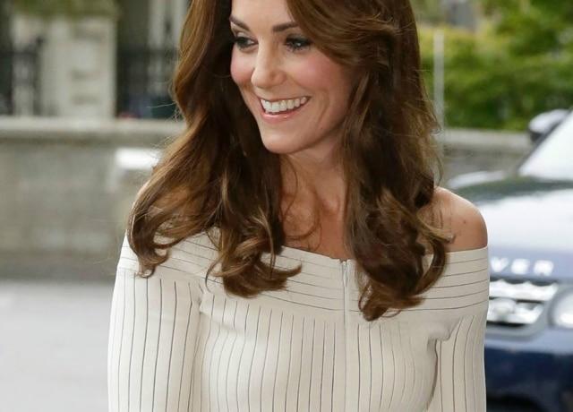 9207cbef4 ... estilista gaúcha Barbara Casasola em compromisso oficial em Londres. Kate  Middleton usa look brasileiro em evento.