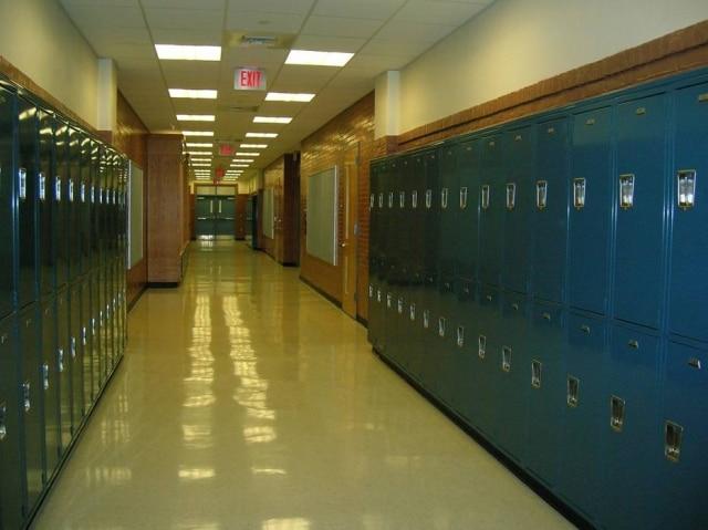 Um garoto com sonambulismoandou seis quiolêmetros até a escola em que estuda no meio da madrugada, conseguiu entrar e ficou perambulando por 15 minutos nos corredores até acordar