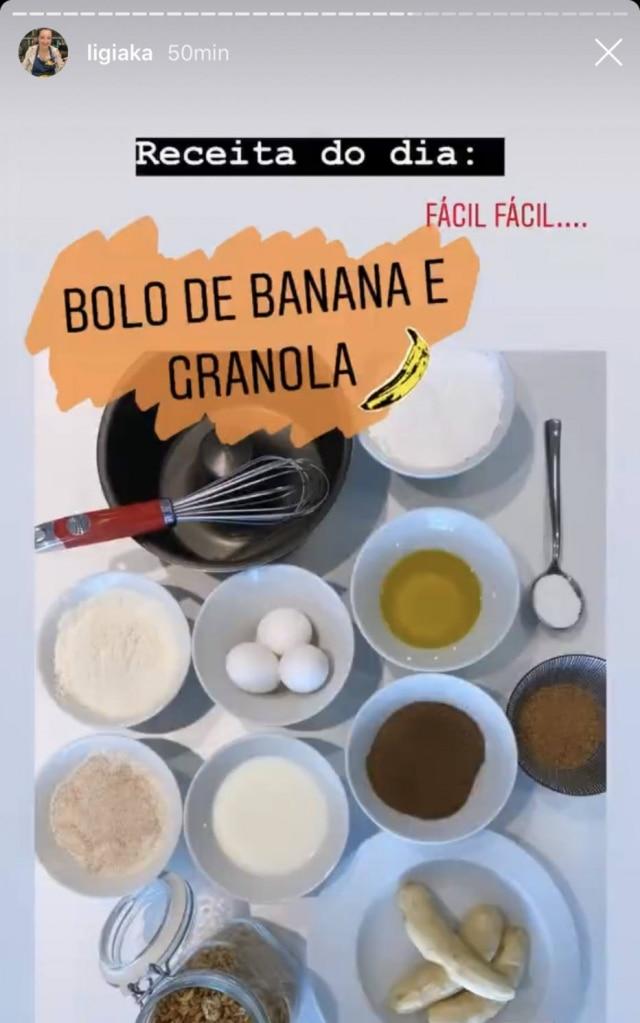Ligia Karazawa ensina passo a passo do bolo de banana no Instagram.