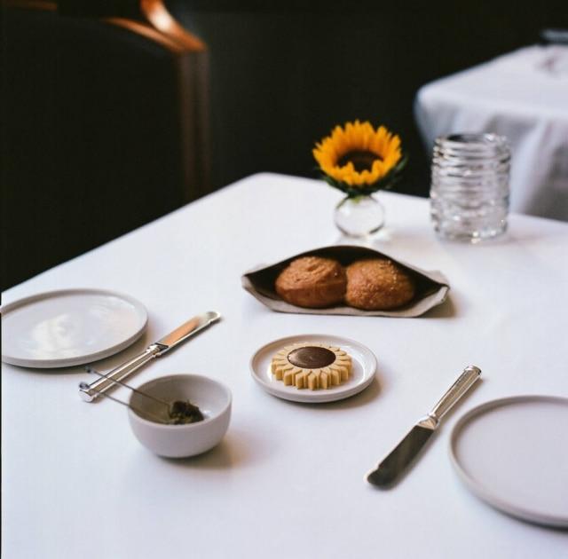 A manteiga, no pão e no prato, é feita de sementes de girassol