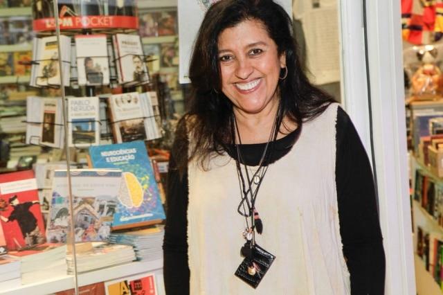 Regina Casé ganhou primeiro neto aos 63 anos