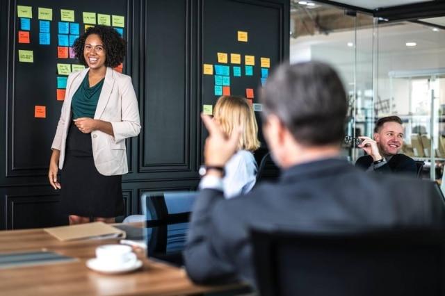 Mulheres ainda têm pouca participação em cargos de liderança.