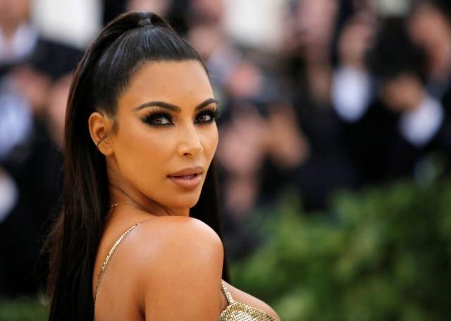 Kim Kardashian convive com psoríase há oito anos.