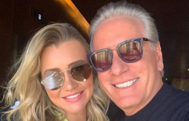 Roberto Justus ao lado de sua esposa, Ana Paula Siebert.