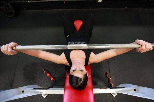 Para quem quer ganhar massa, o ideal é fazer musculação com bastante peso e poucas repetições