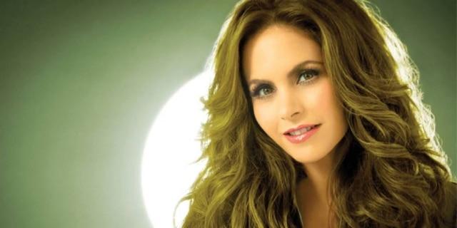Lucero é uma cantora e atriz de prestígio no México.