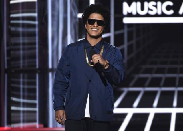 Bruno Mars se apresenta no prêmioBillboard Music Awards, em maio