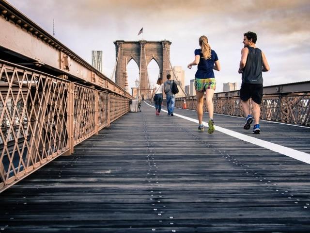 """As pessoas que mantinham atividade aeróbia """"baixa"""" apresentaram colesterol ruim elevado entre 30 e 35 anos e níveis anormais de colesterol bom já aos 20 anos"""