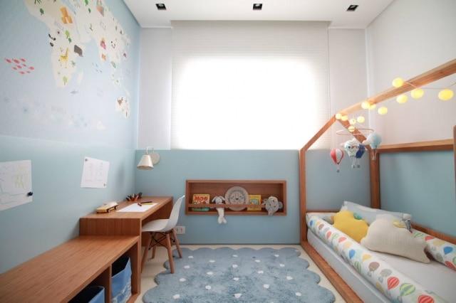 Para incentivar a exploração do espaço pela criança, quarto projetado pela doob Arquitetura respeitou altura máxima de 1,20 metro para o mobiliário