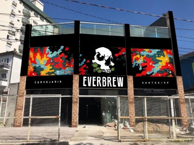 Fachada da novo brewpub da Everbrew em Santos
