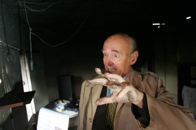 Padre Quevedo em casa na rua Aparecida Moreira César Turíbio, onde supostos fenômenos sobrenaturais ocorreram em 2005.