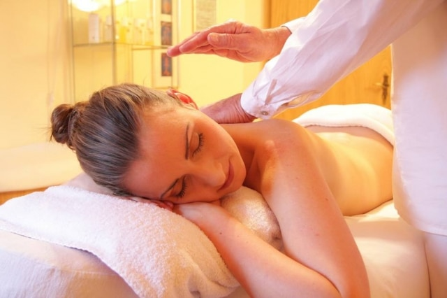 Hotéis oferecem serviços rápidos de massagem para hóspedes que não têm tempo para um tratamento completo em um spa