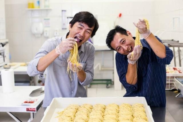 Takayuki Iwawaki (à esq.) e William Miyasato, da marca Shink