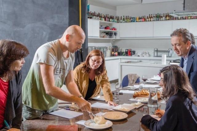 A degustação das burratas foi na cozinha do Paladar e contou com os especialistas Giuseppe Gerundino (à esquerda) e Gerardo Landulfo.